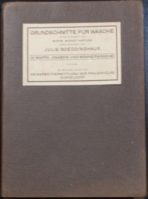 - Grundschnitte für Wäsche. Unter Mitarbeit von Sophie Moxhet-Hartung hg. von Julie Boeddinghaus. III. Mappe:  Knaben- und Männerwäsche. Mit 8 Schnittmuster-Bögen  (so vollständig !).