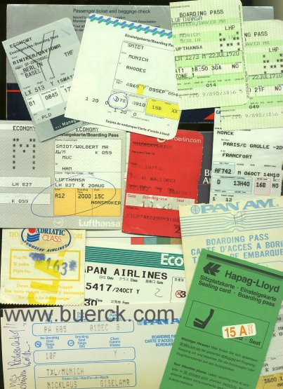 - Sammlung von 105 Boardingpässen / Sitzplatzkarten / Einsteigekarten und 1 Flugticket, teils mit Gepäcknachweis.