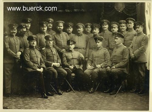 - Soldatengruppe im Photoatelier. Original-Photographie. Vintage. Silbergelatine. Montiert.
