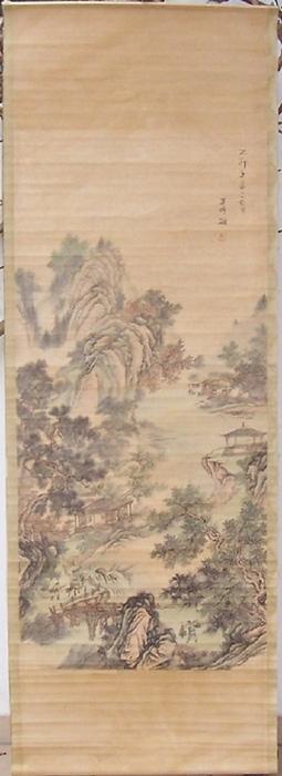- Chinesisches Rollbild. Landschaftsbild in originaler farbiger Gouache auf einer Tuschezeichnung. Bildgrösse: 160 x 60 cm.